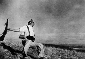 Robert Capa, Falling Militiaman, Córdoba Front, 1936.
